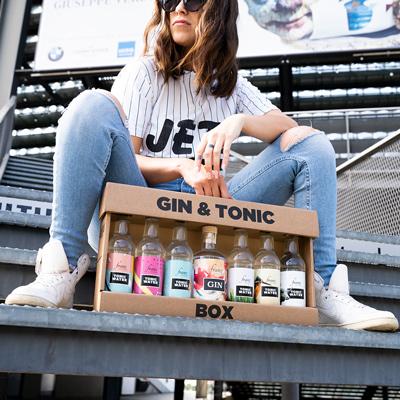 Gin Tonic Box auf Treppe
