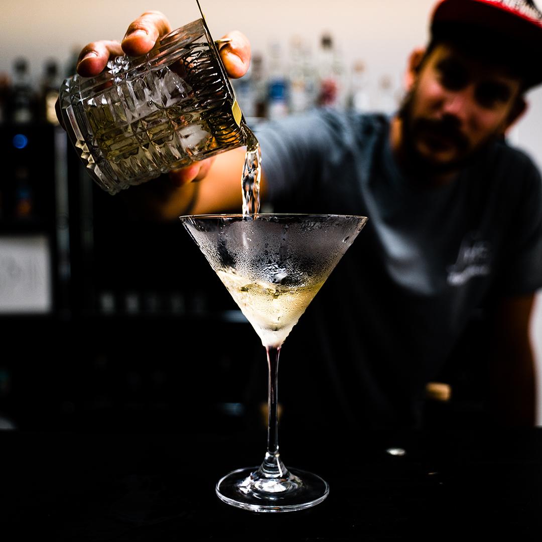 Dry Martini abseihen
